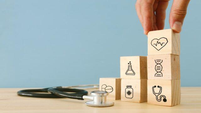 がん保険から受け取れる給付金の種類と内容、税金との関係を解説