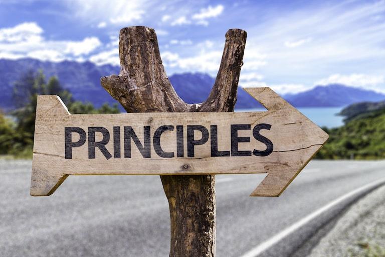 民間介護保険、給付金・保険金の受取人になれるのは、契約者本人が原則