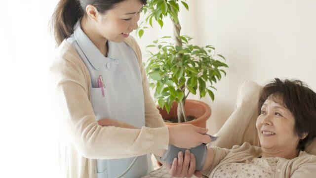訪問看護やリハビリでは医療保険と介護保険のどちらが優先?併用もできる?
