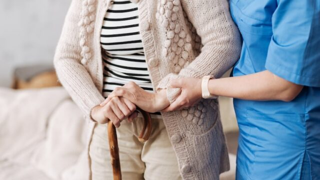 訪問介護はだれが受ける?介護保険・医療保険の利用と費用について