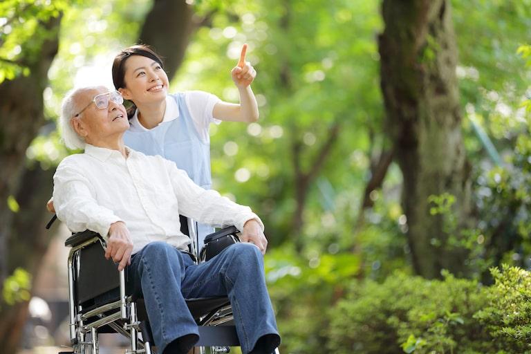 公的保険と民間保険の違い・公的介護保険制度は強制加入、民間は任意